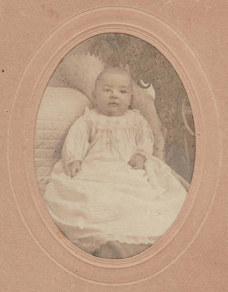 <I>Stewart:</I> Melvin Dale Stewart, February 28, 1908, age 5 months - 28 days, weight 21 lbs.